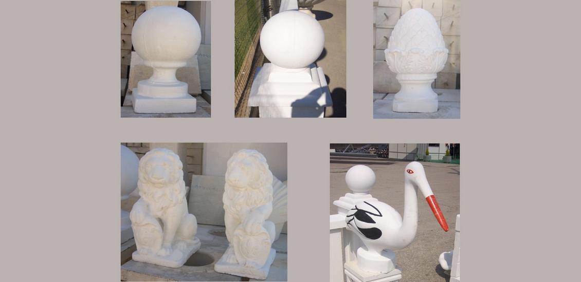 Κολωνάκια και αγάλματα